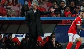 Mourinho defende Svilar: «Gosto deste miúdo porque sai da baliza, é fera»