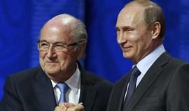 Blatter diz 'sim' a convite de Putin e vai marcar presença no Mundial