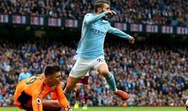Ex-árbitro inglês e o lance de Bernardo: «Intriga-me ver um jogador ir pelos ares após um toque tão ligeiro»