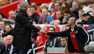 Mourinho deu o exemplo e cumprimentou adepto rival