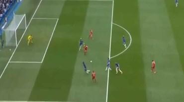 Golo de Pereyra 'gelou' Stamford Bridge ao colocar Watford em vantagem