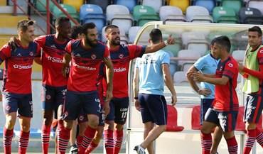 UD Oliveirense-AC. Viseu, 2-1: Vitória contra o líder tira equipa da zona de despromoção