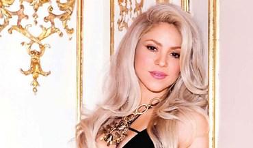 Shakira feliz ao lado de Piqué