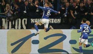 Schalke 04 bate Mainz e sobe a quarto
