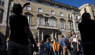 Catalunha: Madrid passará a controlar polícia e televisão regionais