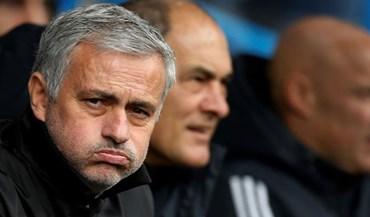 As caras de Mourinho no jogo com o Huddersfield