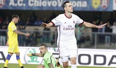Milan dá pontapé na crise com goleada
