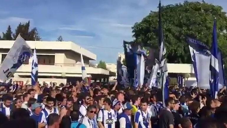 Adeptos do FC Porto rumaram a Alvalade sob grande aparato policial