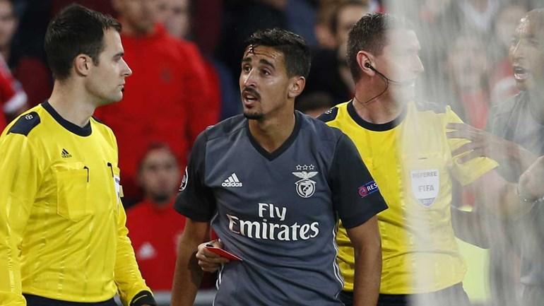 André Almeida suspenso por dois jogos na Liga dos Campeões