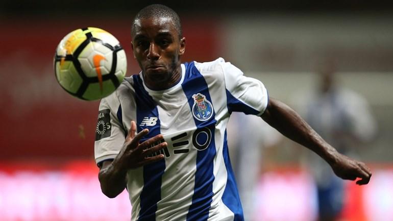 FC Porto regressa aos treinos sem nove internacionais e com oito 'bês'