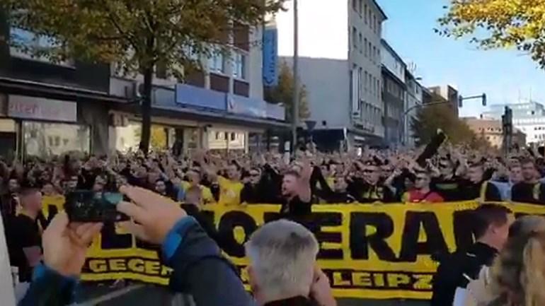 Adeptos do Borussia Dortmund em protesto contra o... Leipzig