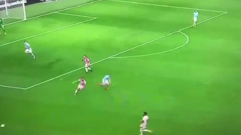 Ederson entrou no carrossel de 15 toques que levou a golo típico de equipa 'à Guardiola'