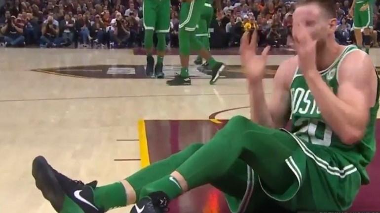 A arrepiante lesão de Gordon Hayward no primeiro jogo pelos Celtics