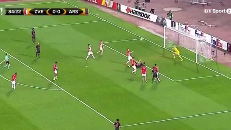 O Arsenal desesperava por um golo e Giroud... fez isto