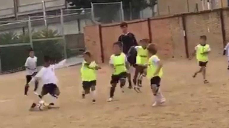 Parece impossível como o filho de Ronaldo já marca golaços destes aos 7 anos