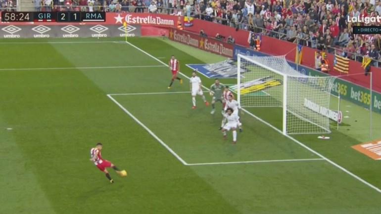 Real Madrid 'afundou' em Girona com este golo polémico
