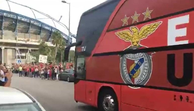 Benfica recebido com aplausos à chegada ao Estádio Algarve