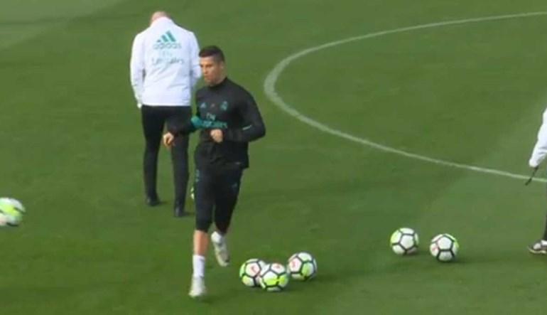 Cristiano Ronaldo remata para o banco com recado... para a imprensa