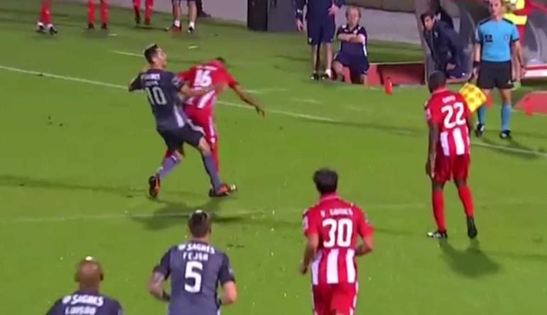 Aves pediu falta de Jonas no lance que antecedeu o terceiro golo do Benfica
