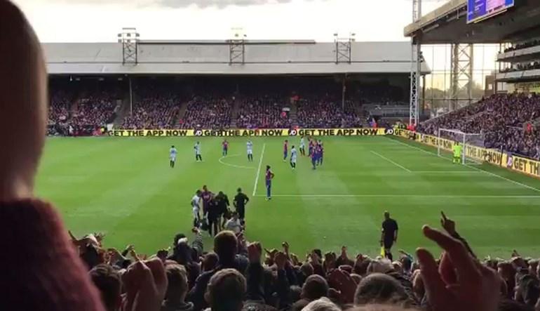 Adeptos do West Ham insultaram Zaha e depois... o avançado 'vingou-se'