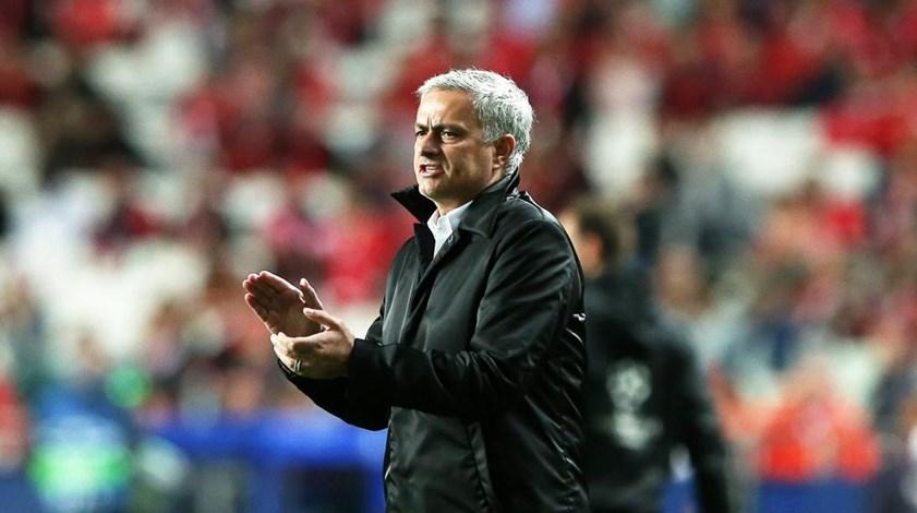A estratégia que Mourinho usou para que Svilar se sentisse incómodo