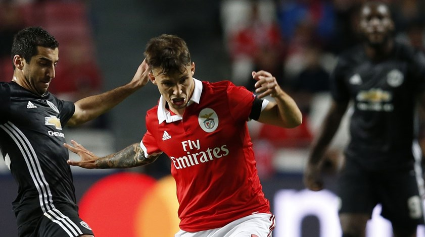 Manchester United desperta para Grimaldo