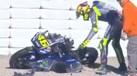 Rossi deu valente queda... e até ele ficou impressionado com a destruição da moto