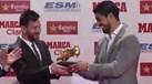 Messi com o prémio que escapou por pouco a Bas Dost