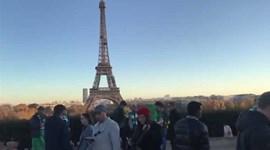 Adeptos de Paris SG e Celtic em confronto... em frente à Torre Eiffel