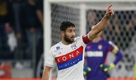 Lyon goleia em Saint-Étienne com Fekir em destaque