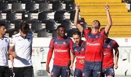 Oliveirense goleia V. Guimarães (1-4) e sobe à liderança do Grupo C