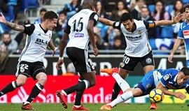 Valencia vence no terreno do Espanyol