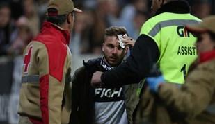 As imagens dos desacatos nas bancadas que interromperam o V. Guimarães-Benfica