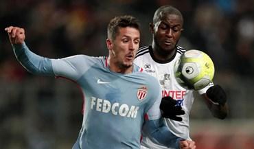 Jovetic sai do banco para evitar derrota monegasca em Amiens