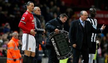 O momento mais aguardado da noite em Old Trafford: Ibrahimovic está de volta
