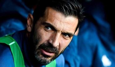 Buffon ficou no banco no dia em que assinalou 22 anos de Serie A