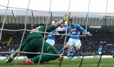 Nápoles vence e segura liderança da Serie A