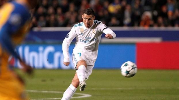 Cristiano Ronaldo voltou a não dar hipótese a Neymar