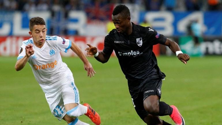 Evra pontapeou adepto do Olympique Marselha e acabou expulso (Vídeo)