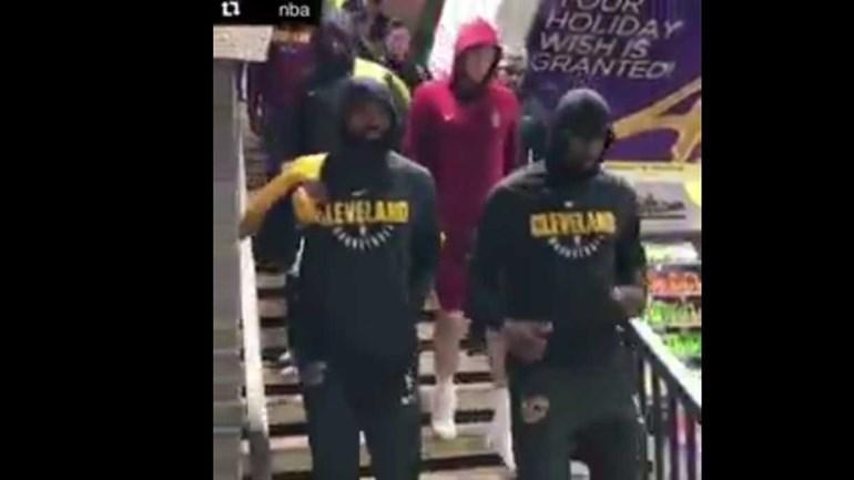 Cavaliers foram para o jogo de... metro