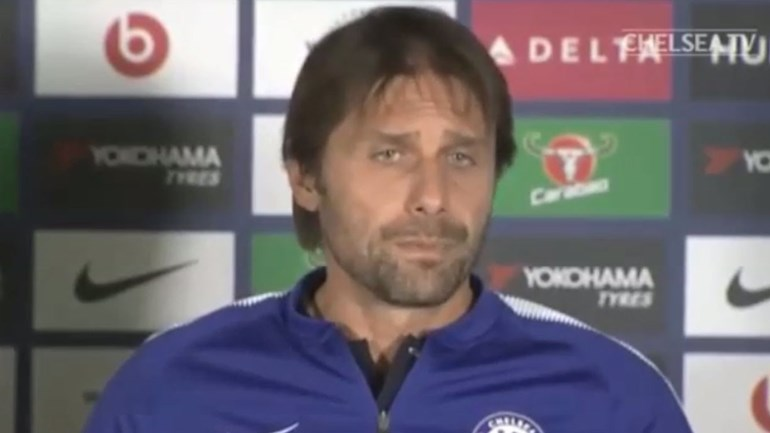 Falam em David Luiz... e o sorriso desaparece da cara de Antonio Conte