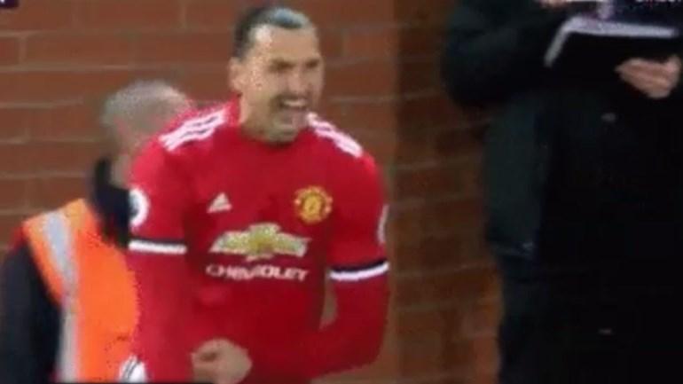 Ibrahimovic regressou, rugiu como um leão e o primeiro remate que fez foi... acrobático