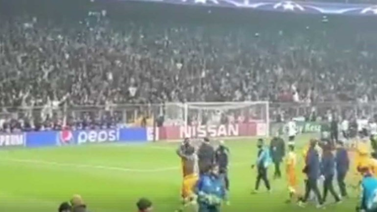 Pepe mostra o 'inferno' que o FC Porto teve de ouvir em Istambul