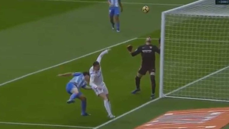 Benzema festejou depois de Ronaldo ter atirado à barra