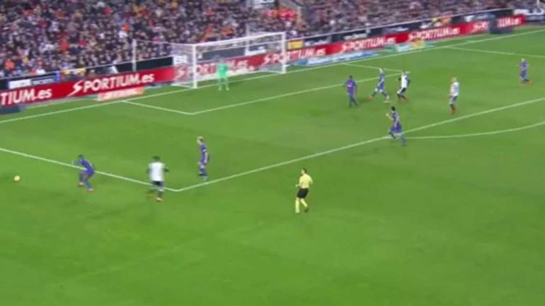 Rodrigo abriu o marcador frente ao Barcelona