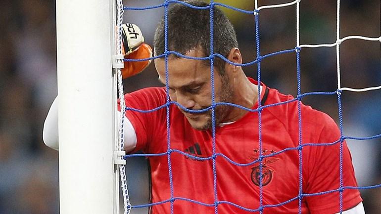 Júlio César rescindiu com o Benfica. Veja o vídeo da despedida emocionada
