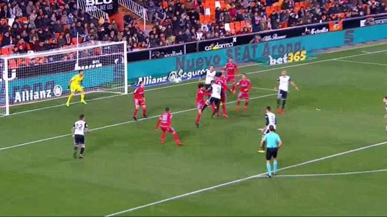 Rúben Vezo teve cabeça para a goleada do Valencia