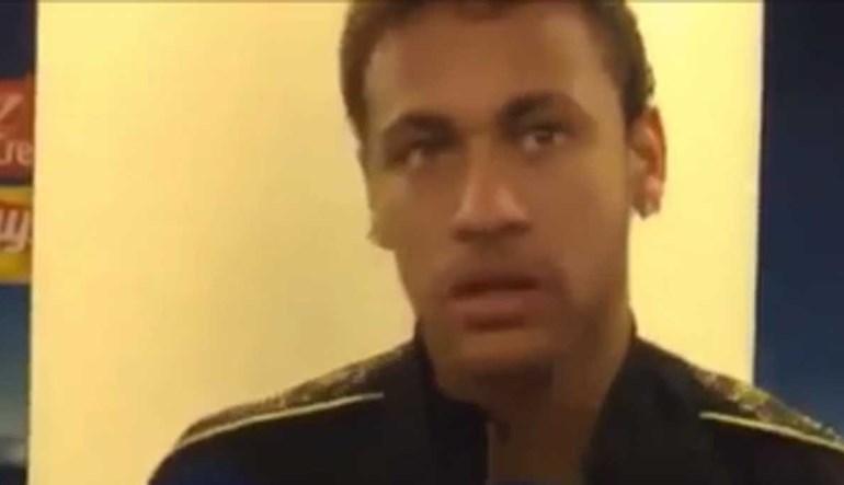 Neymar não gostou das perguntas e 'passou-se' com os jornalistas