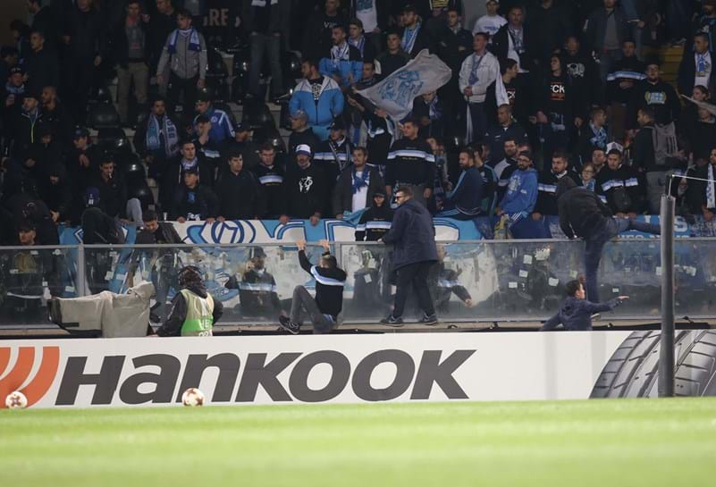 Olympique de Marselha e Uefa irão investigar agressão de Evra a torcedor