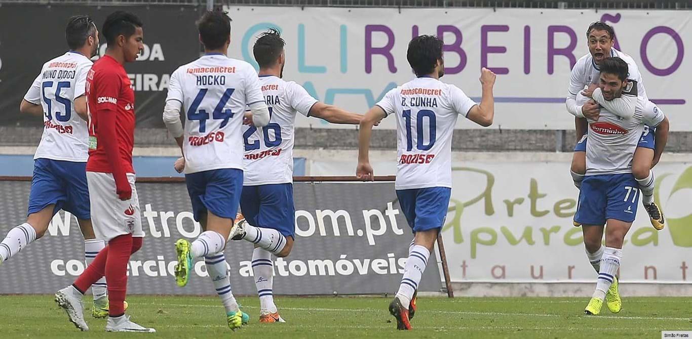 Famalicão-Santa Clara, 5-2: Avalanche de golos vale liderança isolada